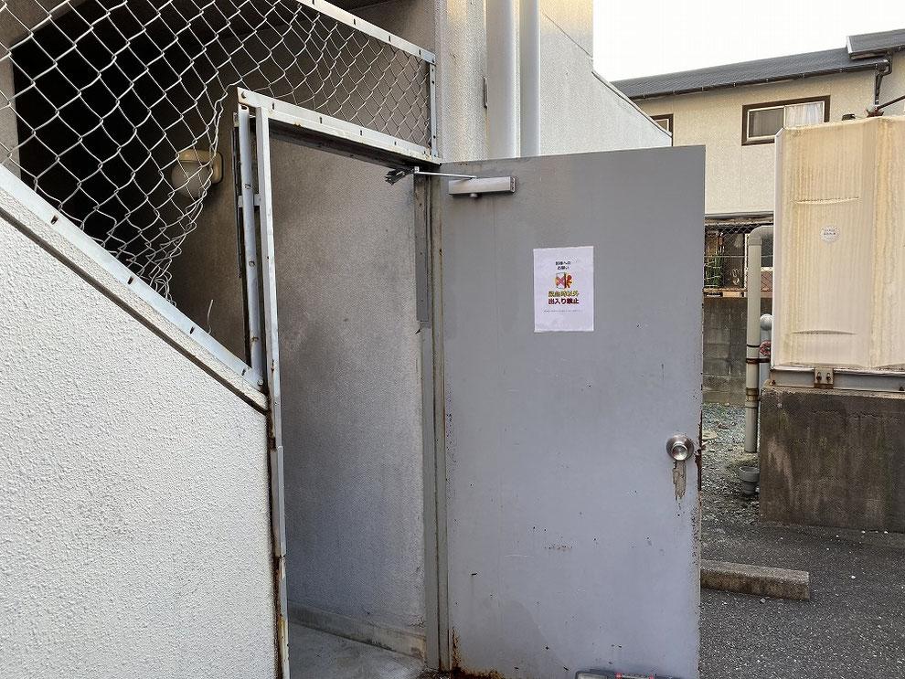 ドアクローザー取り付け後の共用部ドア