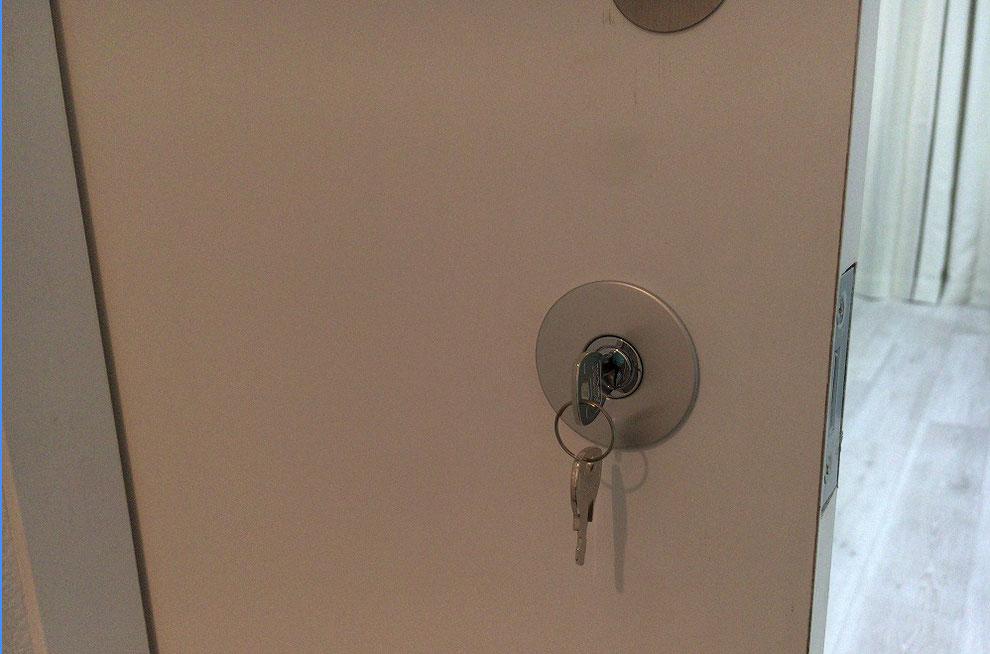鍵付きのチューブラー鎌錠の写真
