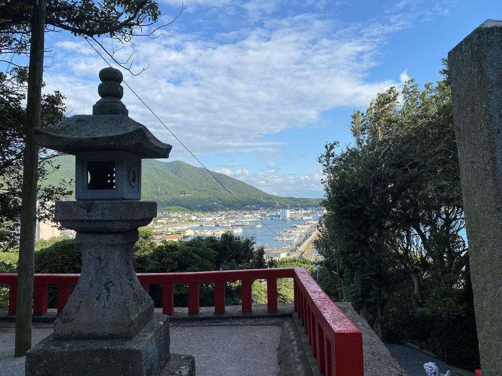 織幡神社の境内からその2