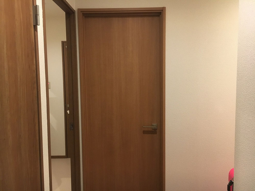 デジタルロックを取り付けるという取り付け前のドア