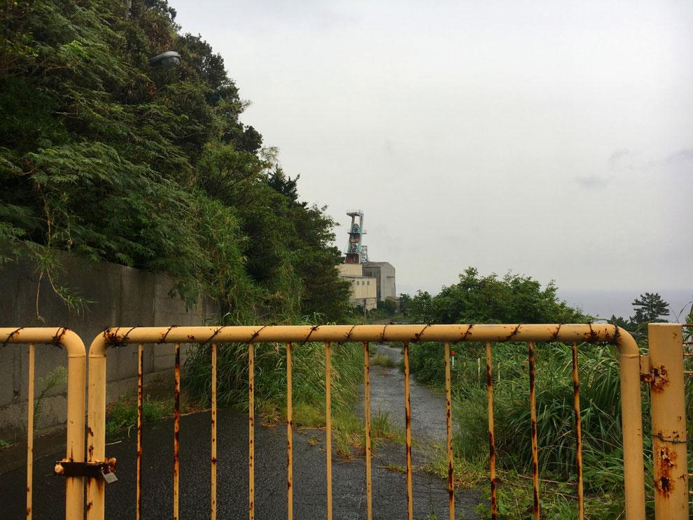 池島第二竪坑櫓への道