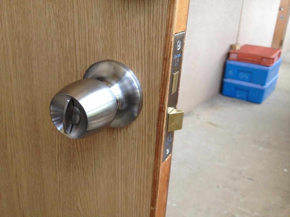 ドアノブ式の鍵(インテグラルロック)のラッチ部分の写真