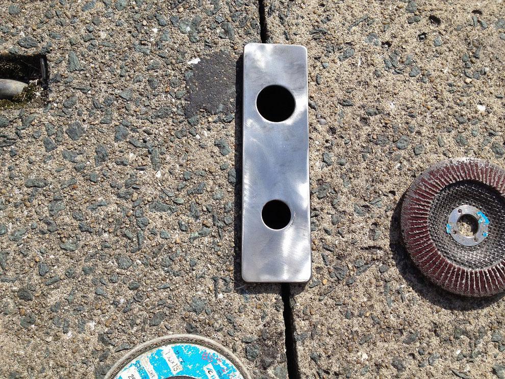 切り欠き穴隠し用プレートを