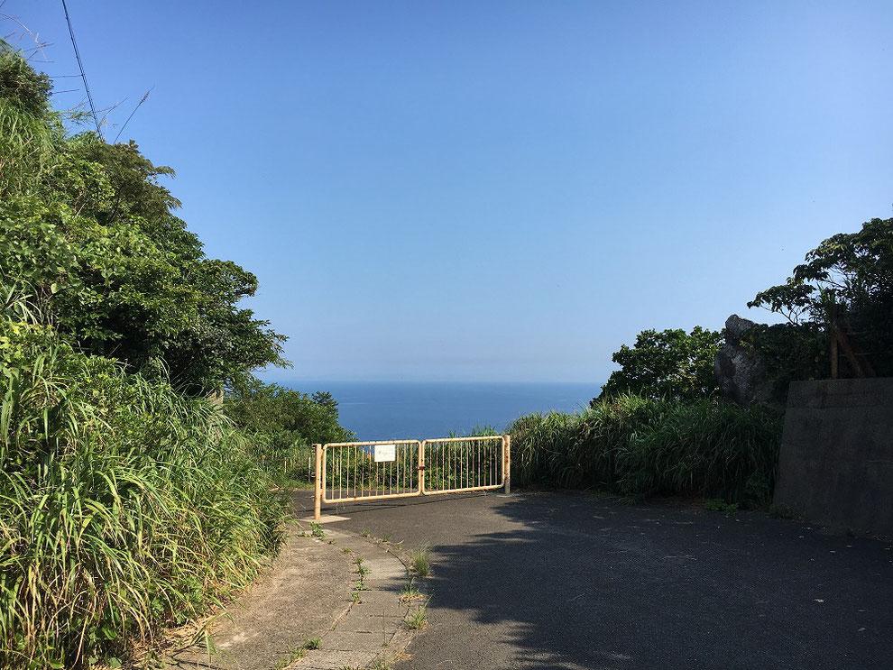池島第二竪坑櫓前の立ち入り禁止門