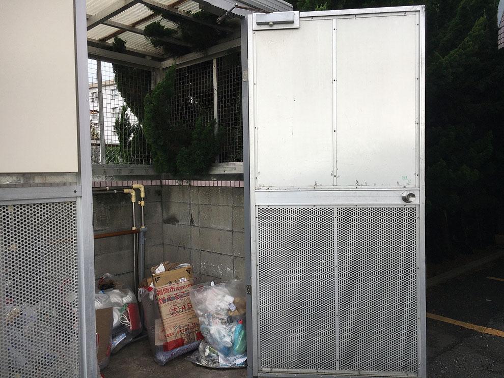 ゴミ置き場のドア取り付け後その2