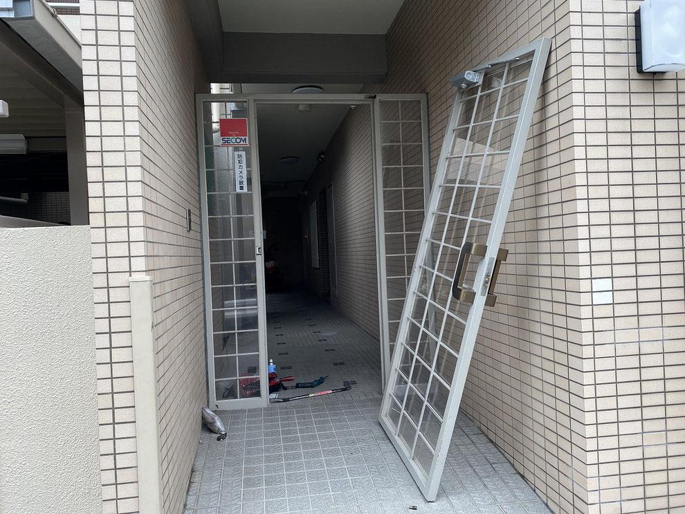 修繕のために外した共用部ドア