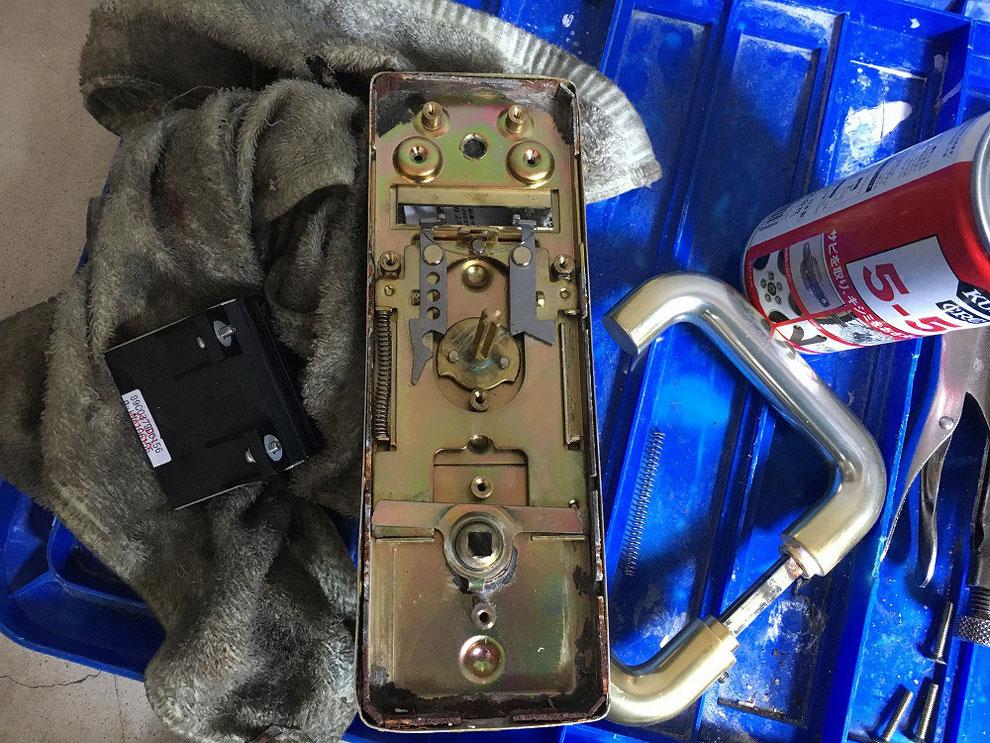 内部を修繕した錠本体