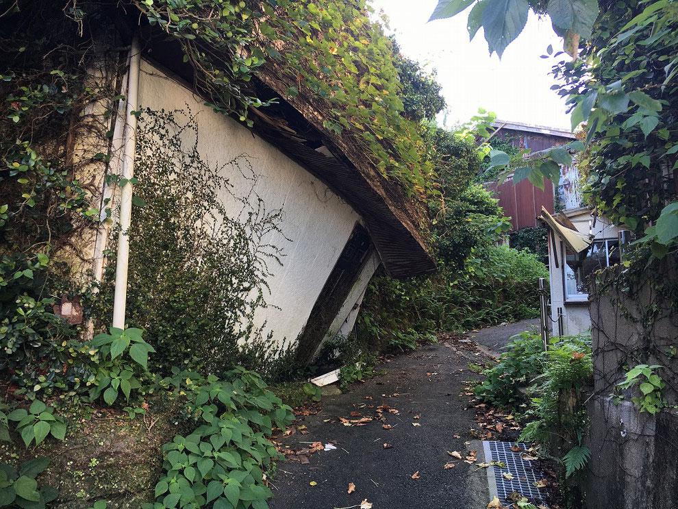 池島の倒壊した建物
