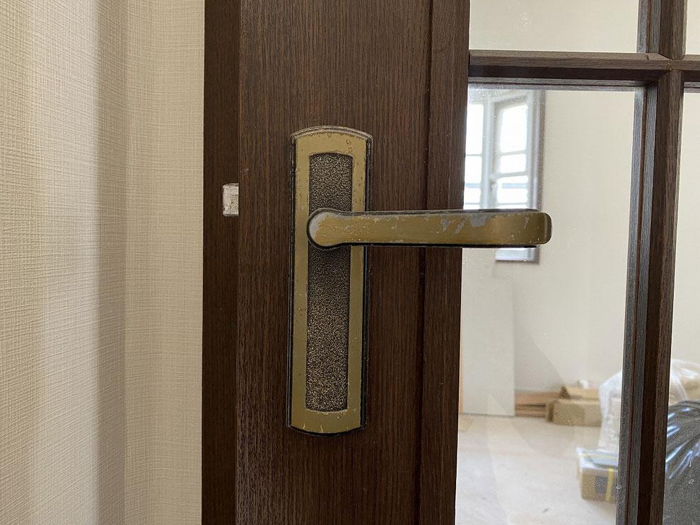 取替前の室内レバーハンドル錠(リビング)その1