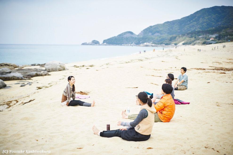屋久島ヨガリトリート&白谷雲水峡(太鼓岩&もののけの森),永田浜にてヨガ体験。