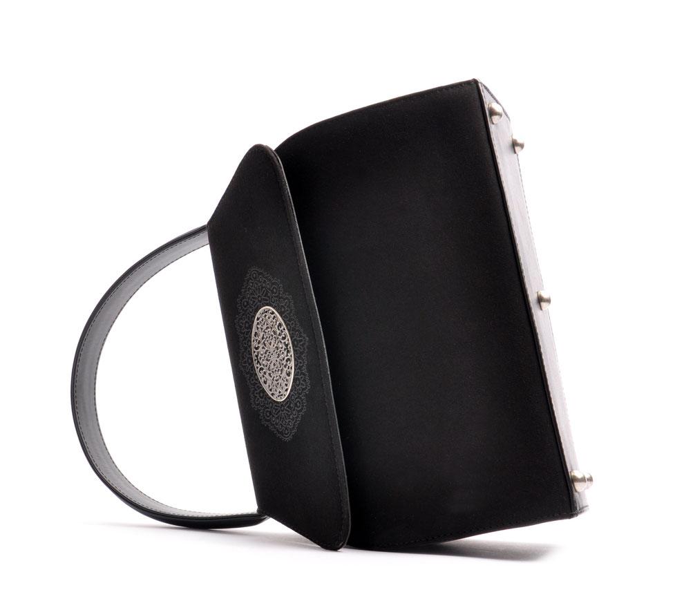 Handgefertigte Trachtentasche EMMA schwarz Handarbeit aus der  Ledermanufaktur OSTWALD Tradition