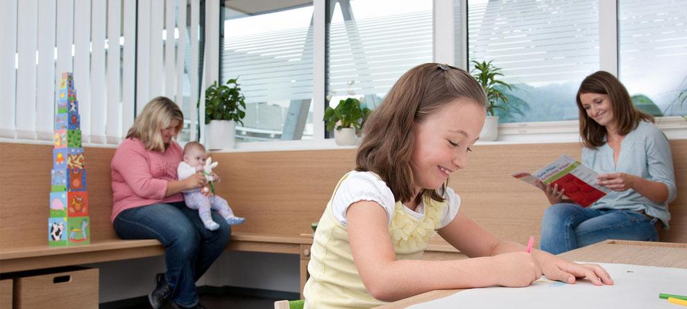 Kinderfreundliches Wartezimmer