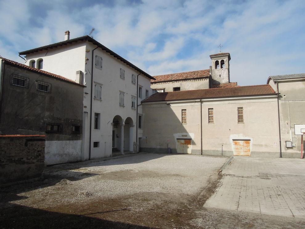 Gradisca d'Isonzo, La corte di Palazzo Coassini, già convento dei Serviti (febbraio 2018)