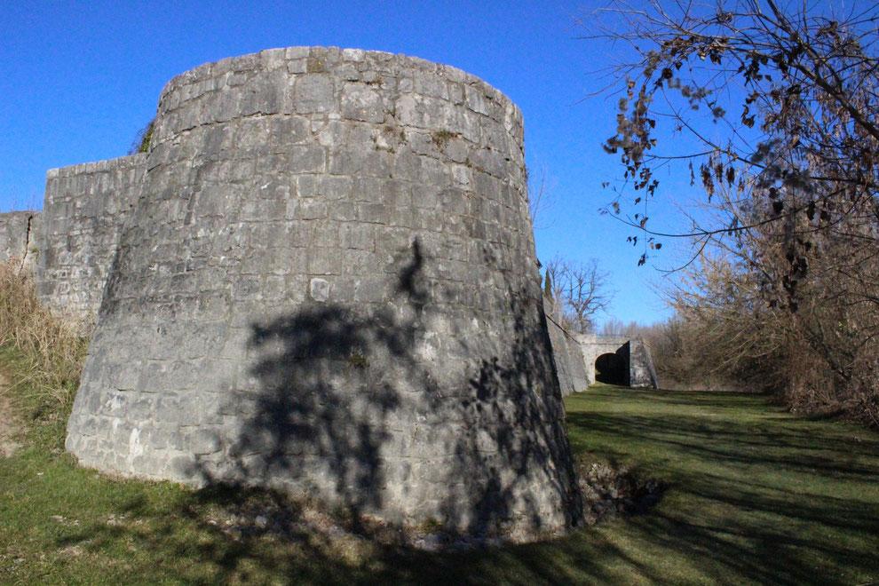 Gradisca d'Isonzo, le mura venete dal lato orientale con il Torrione della Marcella