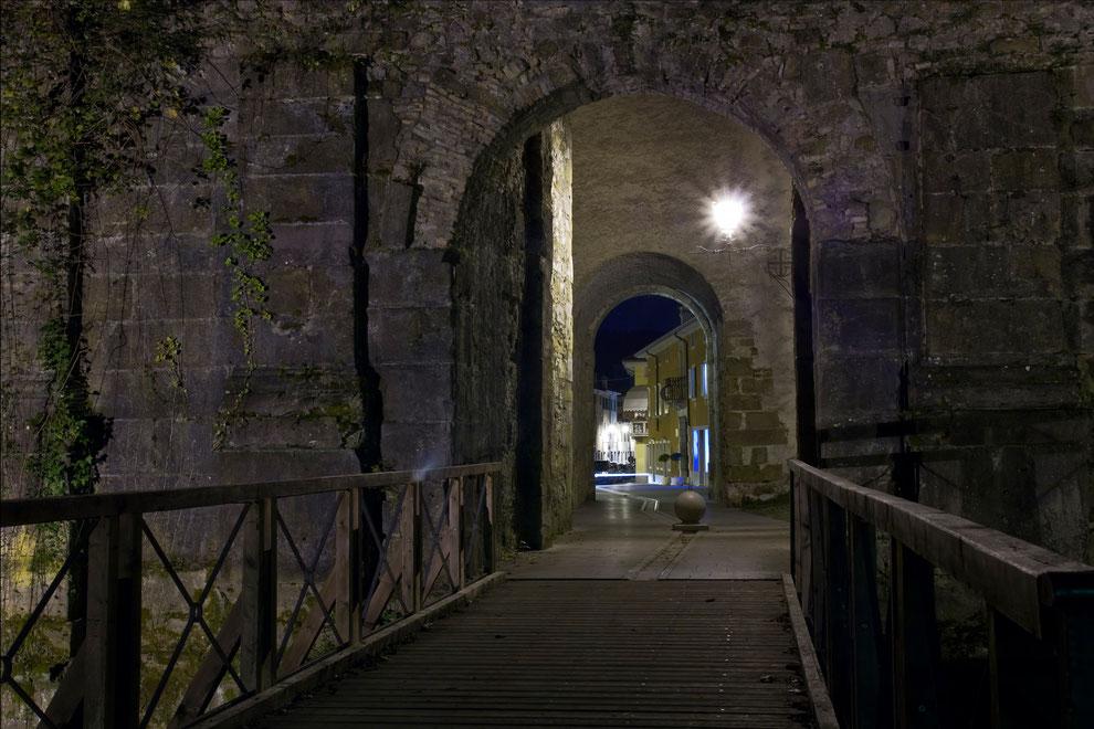Gradisca d'Isonzo_La Porta Nuova di notte (Alberto Longo)