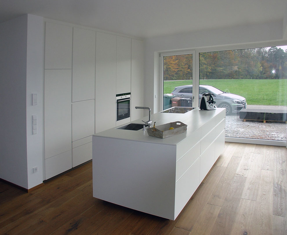 Küche Front lackiert, Arbeitsplatte Mineralwerkstoff
