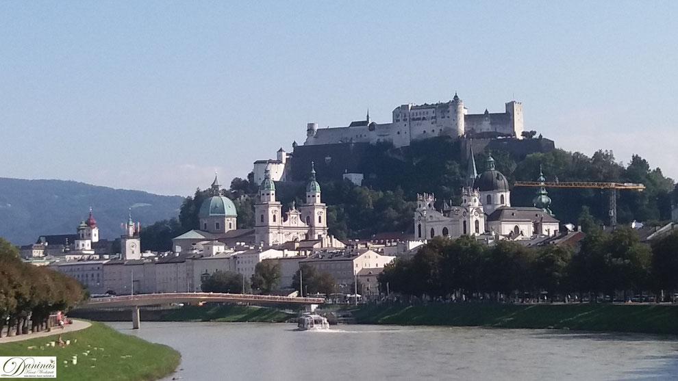 Salzburg, Altstadt und Festung Hohensalzburg, Blick vom rechten Salzachufer.