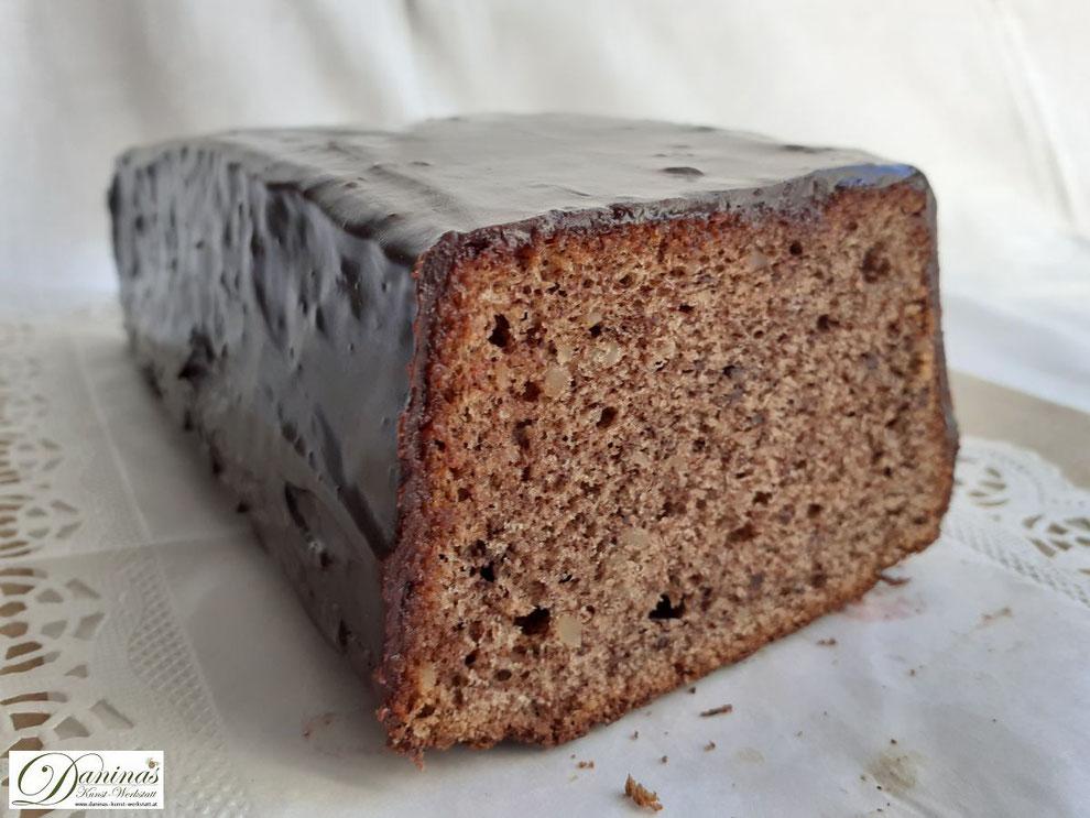 Mandelkuchen mit Schokolade und feiner Schokoglasur