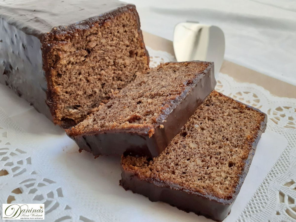 Rehrücken Kuchen Rezept - Feiner Mandelkuchen mit Schokolade