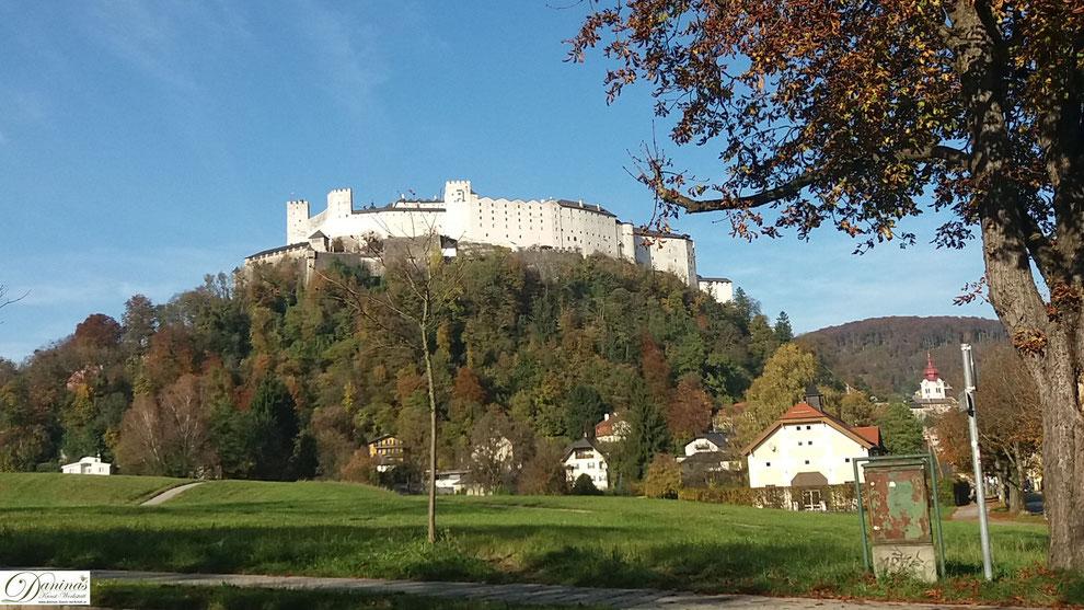 Salzburg, Festung Hohensalzburg im Herbst - Blick von Nonntal.