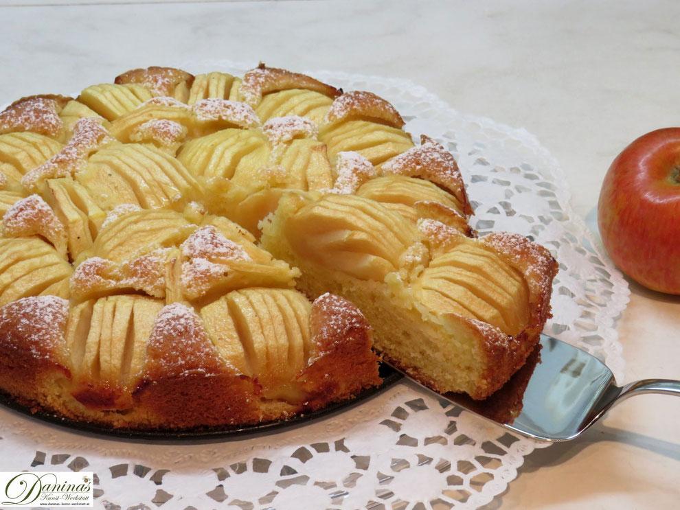 Feiner Apfelkuchen - einfach und schnell gemacht! Konditorrezept by Daninas Dad
