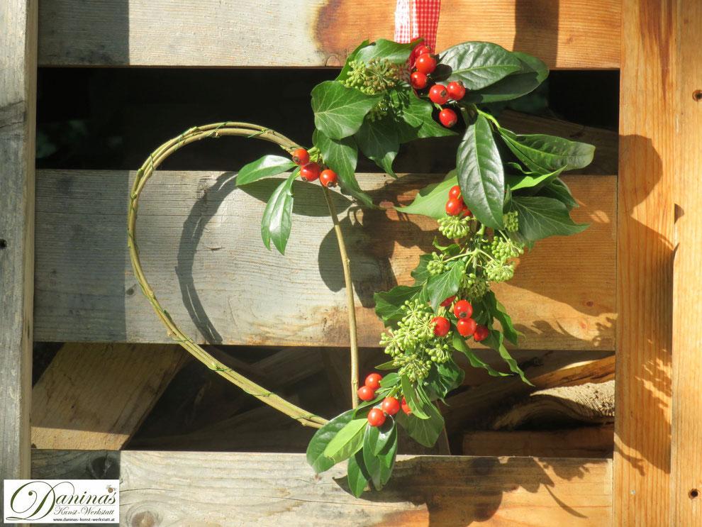 Herbstdeko: Herz mit Hagebutten basteln - Bastel- und Dekoidee oder als Geschenk für liebe Menschen.