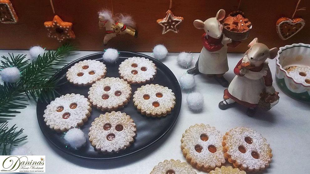 Traditionelle österreichische Weihnachtsbäckerei - Ischler Kekse (Plätzchen)