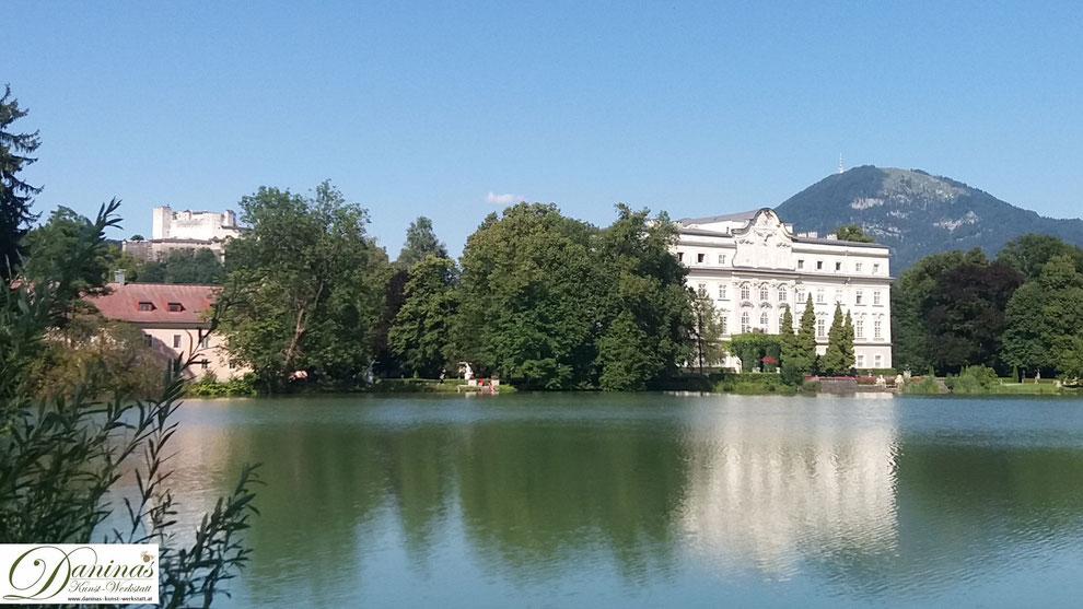 Salzburg Schloss Leopoldskron mit Weiher, Festung Hohensalzburg und Gaisberg