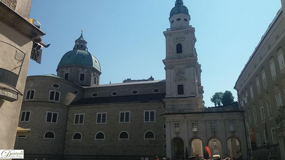 Die Kuppel des Salzburger Doms wurde 1944 durch eine Fliegerbombe zerstört.