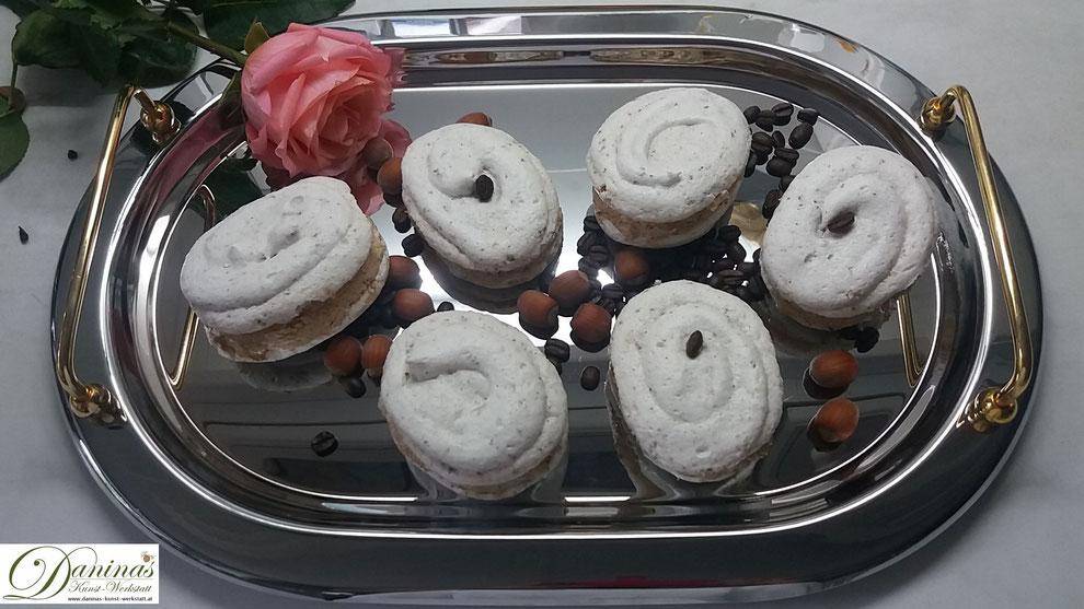 Weihnachtsdessert Nuss Baiser mit Kaffee Buttercreme