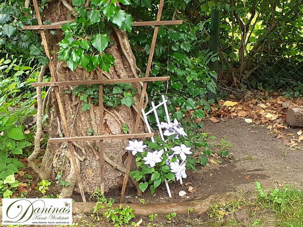 Ein Naturgarten: wild und unberührt und mit natürlichen Materialien gestaltet