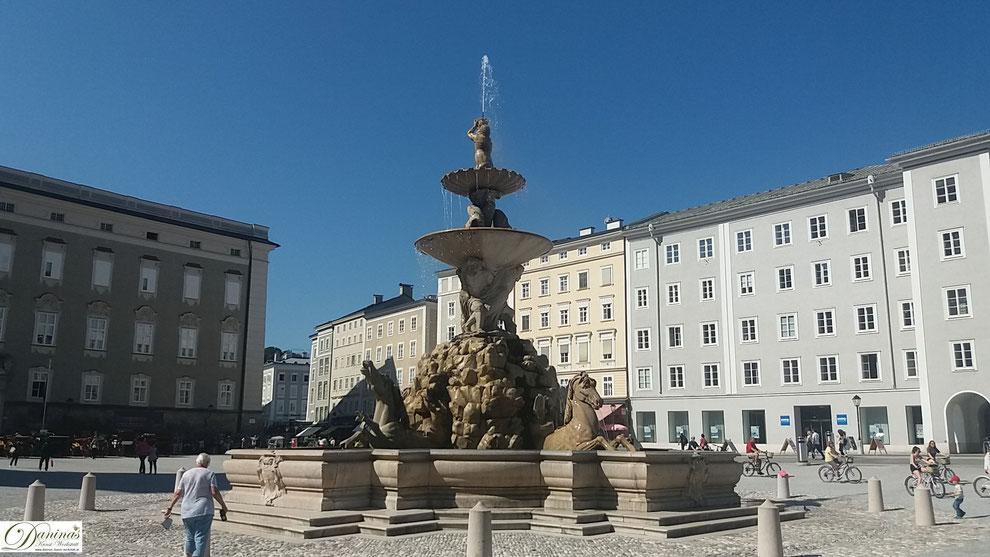 Für den Salzburger Residenzplatz vor dem Dom mussten 55 mittelalterliche Gebäude weichen.