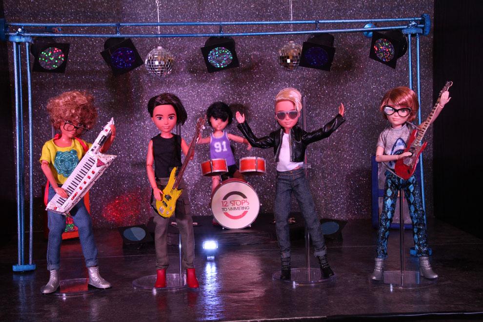 Ein Blick auf die Bühne! Mit Sänger und den Instrumentalisten.