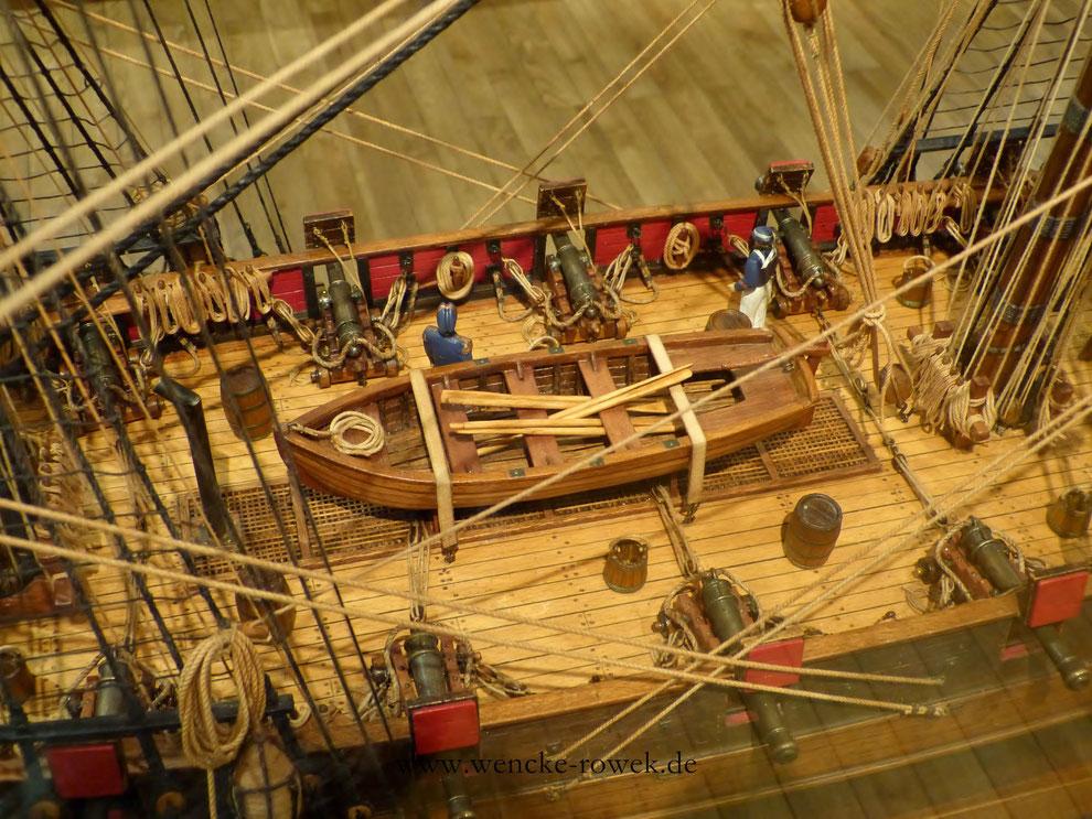 Rettungsboot, Seeleute, Kanonen und Fäser auf der L'astrolabe