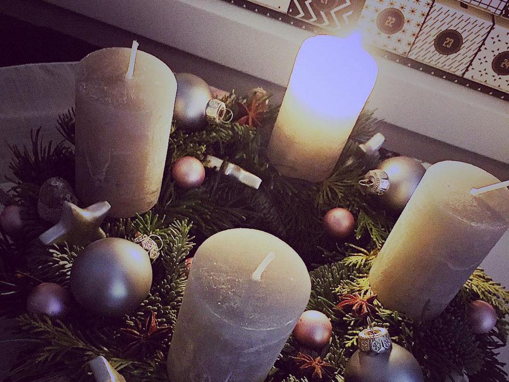 Wir wünschen einen frohen ersten Advent