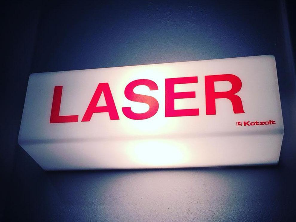 Wir bieten verschiedene Lasertherapien in unserer Hautarztpraxis an