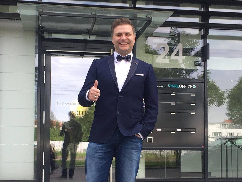 Praxismanager Marco Billep nach seinem Abschluss