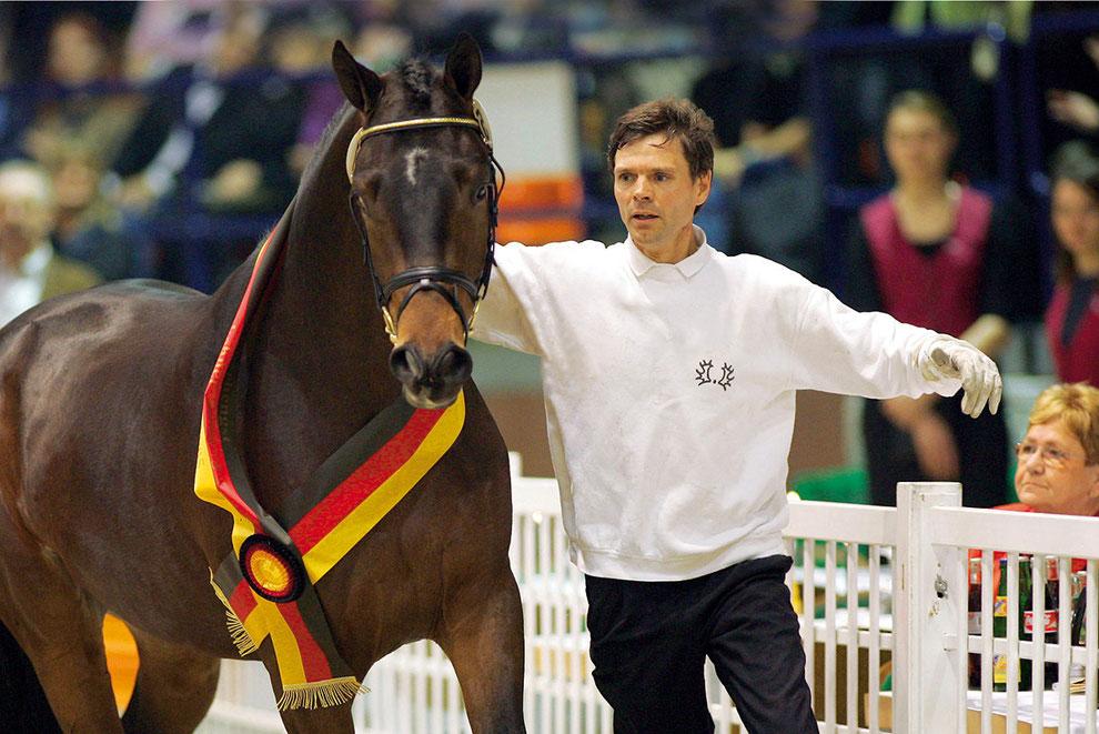 Gerard Geling mit Siegerhengst 2005 Herzensdieb