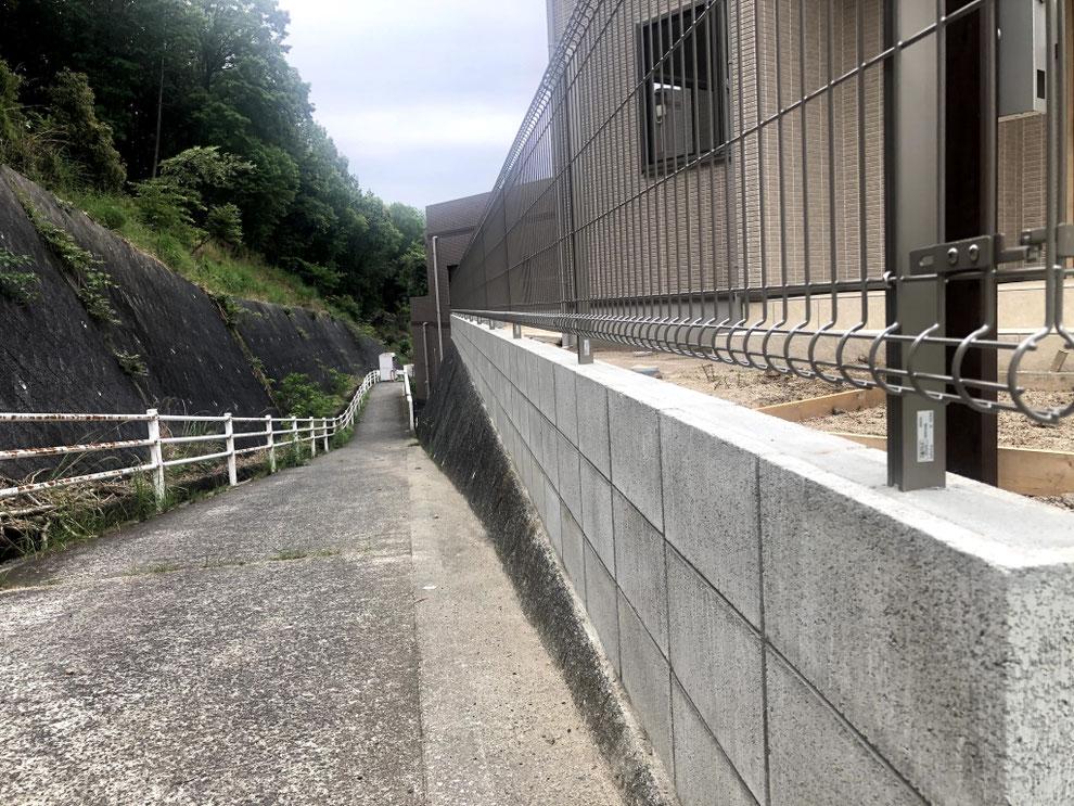 コンクリートブロック3段積み