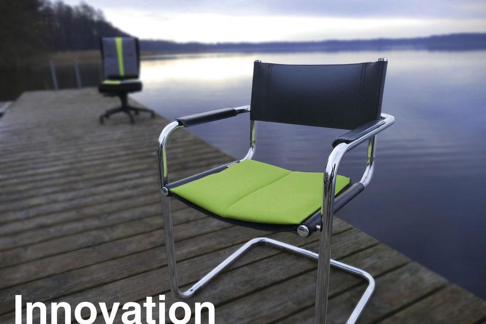 Ergonomisches Sitzkissen auf Stuhl am See