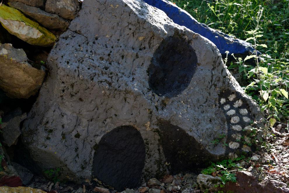 foto scattata nel 2019, cava abitata, Rubbio