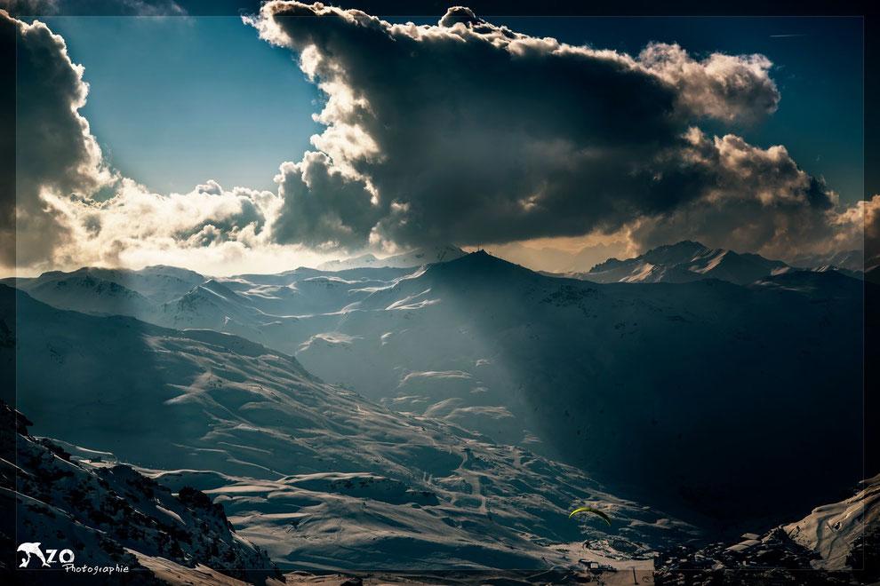 Le soleil illumine la vallée de Val Thorens