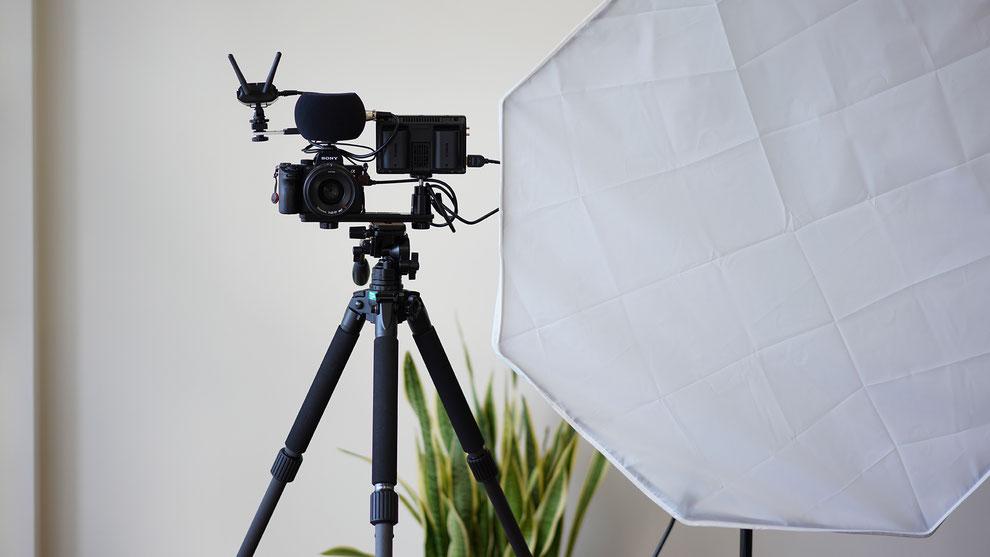 LED照明とカメラ、マイク機材