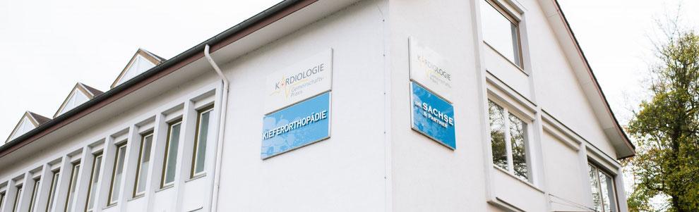 Dres. Sachse | Kieferorthopäden Kassel, Wilhelmshöher Allee 5, 34117 Kassel, Praxisgebäude, im 1. Stock, mit Fahrstuhl erreichbar