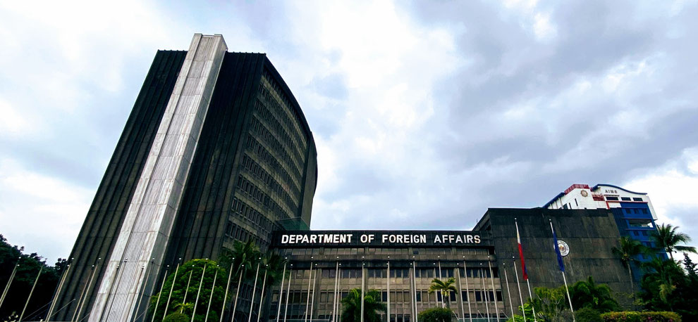 Facade of the Department of Foreign Affairs building along Roxas Boulevard. (photo by Allan Tangayan)