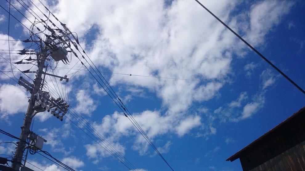 台風11号接近前日の空