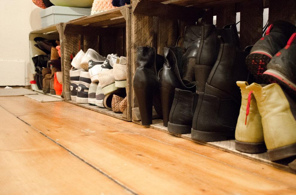 DIY-Schuhregal aus alten Obstkisten