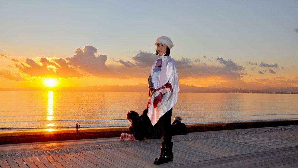 日本 神奈川県 三浦半島 鎌倉 江ノ島 の 夕暮れ           芸術家  キム  ミン ジョン  画伯