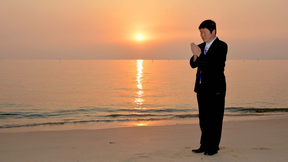 1  .   한국의 화합과 참평화 통일을 기원합니다