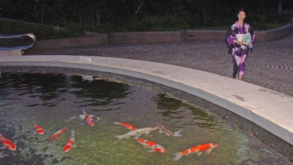 東京都 多摩市 多摩センター      パルテノン 広場        芸術家  キム  ミン ジョン  画伯